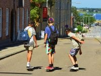 Skateboarding i solskin