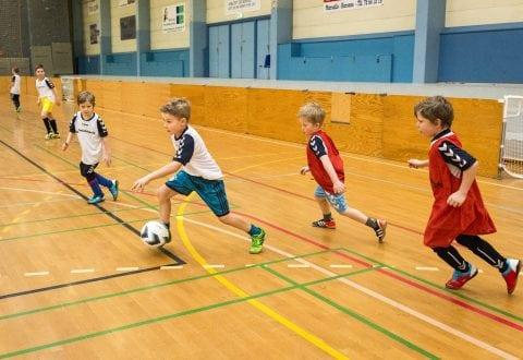 Billeder fra indendørs fodboldskole i Torstedhallen i skolernes vinterferie uge 7. Fodboldskolen er for U8-U10 drenge.