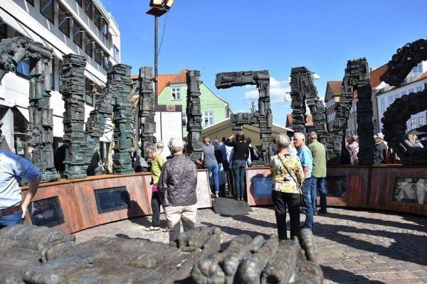 """Gratis omvisninger ved Skulpturen """"Fundamentalism"""""""