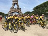 Paris klædt i gult