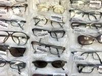 Pressefoto af indleverede briller hos Smarteyes.