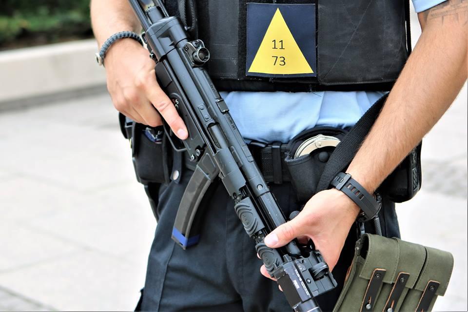 11 personer anholdt i sag om handel med våben og narkotika