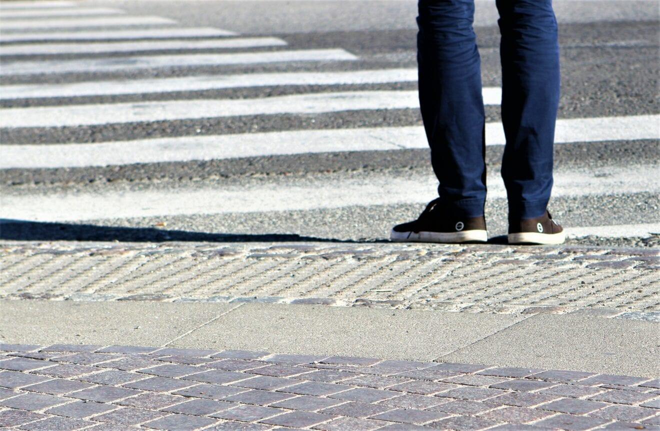 Krydsning af fodgængerfelt på Valdemar Sejrsvej ved Holbæk station