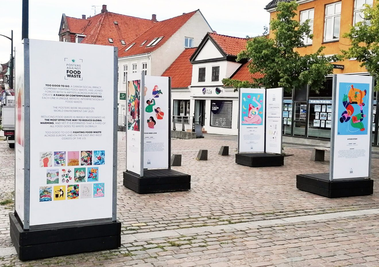Oplev plakatkunst mod madspild på torvet på Ahlgade